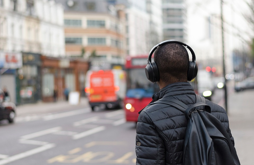 Why Cordless Bose Headphones Are Popular Among Travelers